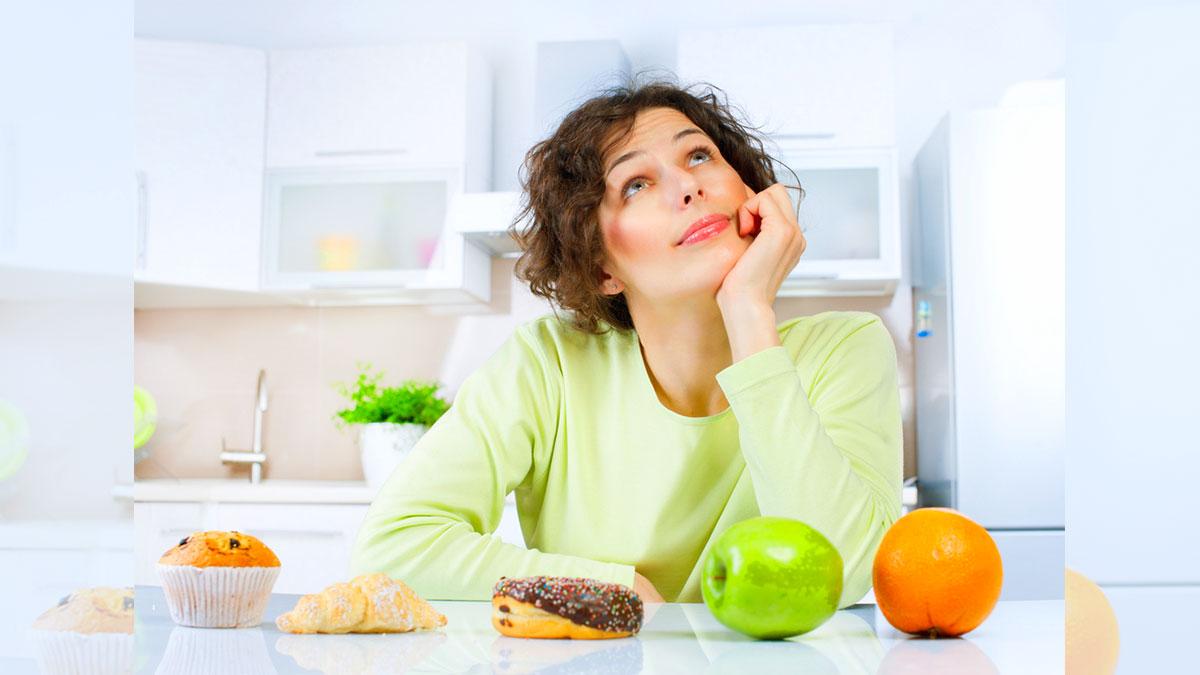 Donna che pensa alla dieta: Diete Pensiero Filosofia Cultura